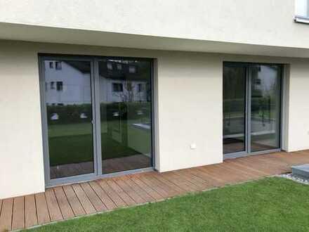 Neuwertige 2-Zimmer-Terrassenwohnung mit Balkon und EBK in Schorndorf