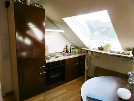 Schnuckelige Singel-Wohnung unterm Dach