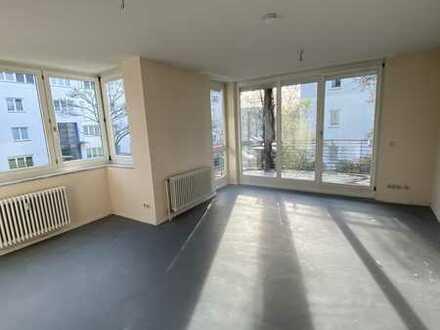 Renovierungsbedürftige 2 Zimmer Wohnung mit Balkon*Wannenbad mit Fenster*Keller*Aufzug