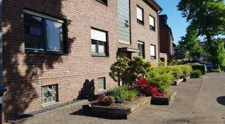 Schöne 3-Zimmer-Wohnung mit Balkon in direkter Rheinnähe