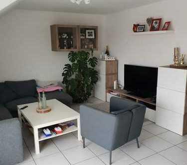 Freundliche 3-Zimmer-Dachgeschosswohnung mit Dachterrasse und Einbauküche in Leimen