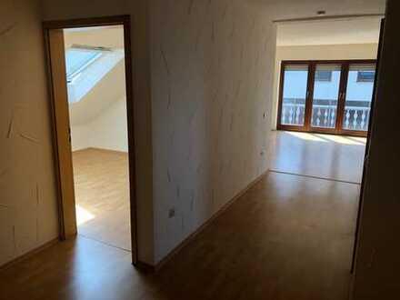 Sanierte 3-Zimmer-DG-Wohnung mit Balkon in Lobbach