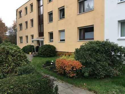Schöne 2,5-Zimmer-Erdgeschosswohnung mit Balkon und EBK in Bremen