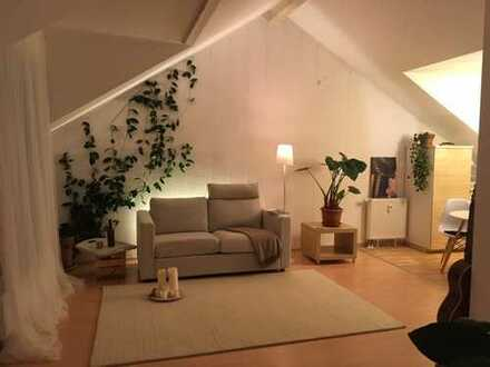 Term rental: Fully equipped, wonderful sunny & quite apartment, 1 minute walk to subway U5