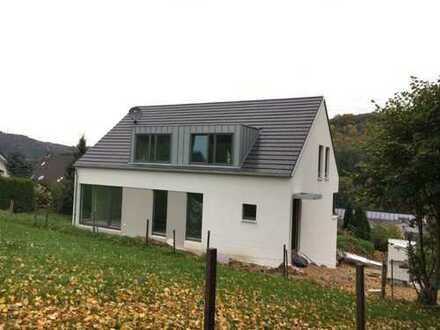 Neuwertige 3-Zimmer-DG-Wohnung mit Balkon in Overath-Steinenbrück