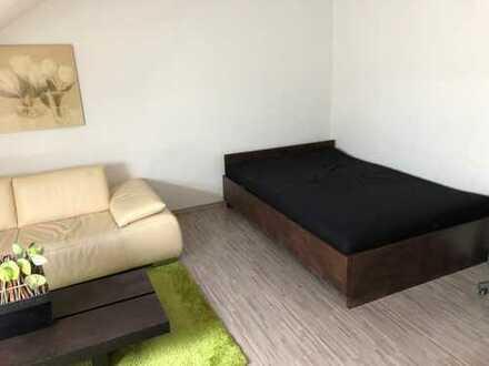 Großes möbliertes Zimmer in Neureut