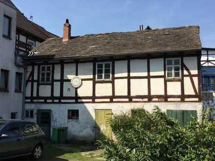 Über 300 qm Wohn- und Nutzfläche mit Ausbaureserve und Garten im Herzen von Eschershausen