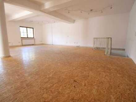 Gewerberäume in FARCHANT: Büro und Verkauf mit großer Lagerfläche.