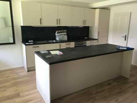 Neuwertige Wohnung mit dreieinhalb Zimmern 2 Terassen und EBK in Günzburg
