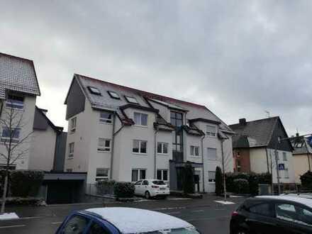 Vollmöbliert, 3-Zimmer-Wohnung mit Garten und 3 Parkplätzen in Böblingen Zentral