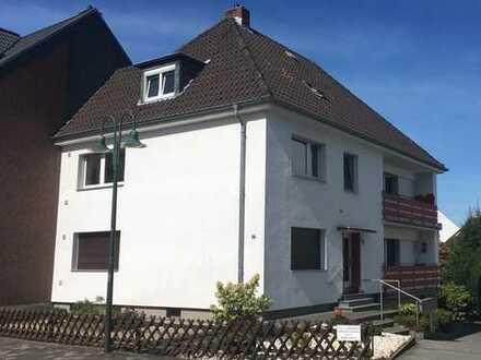 hübsche 3 Zimmerwohnung mit Balkon und Garagen