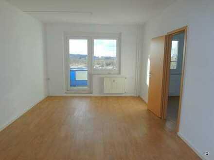 Sehr schöne, helle 3-Zimmer-Wohnung mit Westbalkon, neuem Fußboden, separater Küche & Badewanne