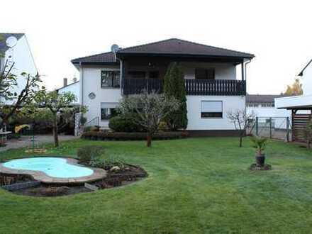 Sehr gepflegtes, freistehendes Zweifamilienhaus mit großem Garten in Waldrandlage in Rödermark