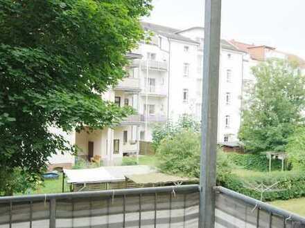 Zentrumsnahe 2-Raum-Wohnung mit Einbauküche und Stuck!