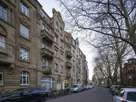 Gemütliche Altbauwohnung mit zwei Balkonen in hervorragender Lage