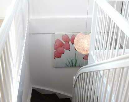 Wunderschöne, helle Altbau-/ Maisonette-Wohnung mit EBK