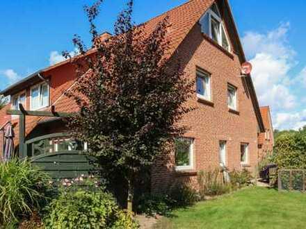 Zweifamilienhaus - Doppelhaus mit zwei Wohneinheiten in Ostseenähe