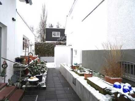 RESERVIERT! Kleines EFH, komplett saniert m. Garten in bester Lage v. Bad Homburg/ Dornholzhausen