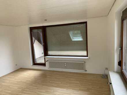 75 m2 3 Zimmer DG-Wohnung mit großem Balkon/Terasse