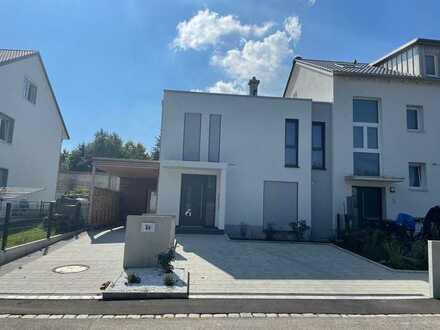 Modernes, geräumiges Haus mit fünf Zimmern in Steppach, Zentralklinikum 5 Min.