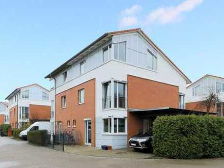 """Hier haben Sie Ihre helle Freude: """"Moderne Doppelhaushälfte in citynaher, grüner Lage von Boberg."""""""