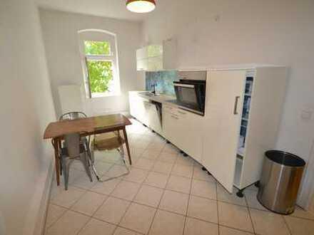 Traumwohnung gesucht? 2-Zimmerwhg mit 2 Balkonen, Dielenboden, Einbauküche in saniertem Wohnhaus !!