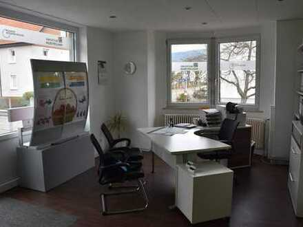 Attraktives Ladengeschäft oder Büro im Erdgeschoss - 70m² mit 4 Zimmern