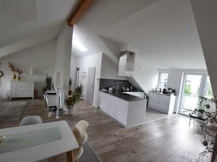 Mannheim-Neckarau: Elegantes Dachstudio mit zwei Schlafzimmern