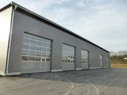 Direkt an B300: 608m² Lagerfläche beheizbar, mit Büro 76,50m²