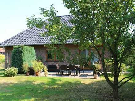 Bungalow / Haus / Einfamilienhaus, ebenerdig, barrierefrei, mit Doppelcarport und Gartenhaus