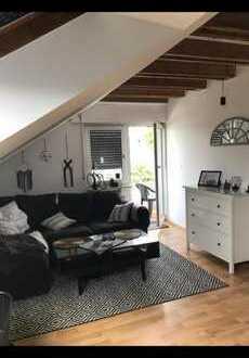 Exklusive, sehr gepflegte 2,5-Zimmer-DG-Wohnung mit Balkon und EBK in Sachsenhei