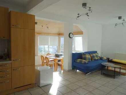 Helle, großzügige 2,5 Zimmer Wohnung mit EBK, Wintergarten, Terrasse, Carport *ab 01.03.20 frei*