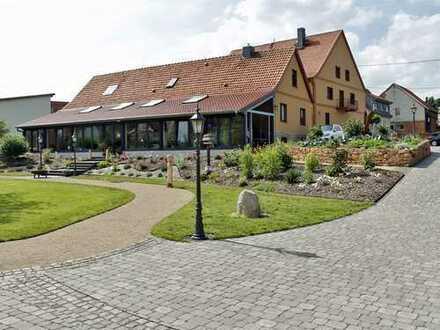 Engel & Völkers: 2 Häuser - 1 Parkgrundstück - viele Möglichkeiten!