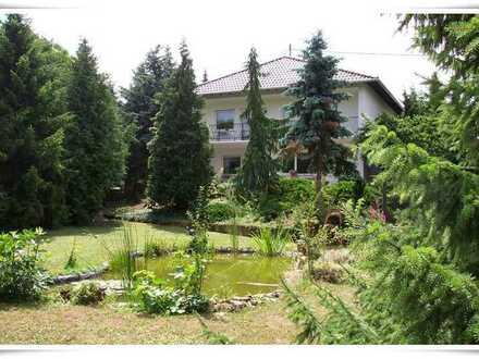 Außergewöhnliches Einfamilienhaus mit großem Grundstück+ gr. Garage sucht neuen Eigentümer