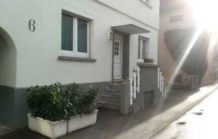 Zentrale 3-Zimmer-Wohnung mit separaten Eingang und hohen Decken in Fellbach