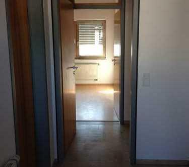 Schöne 2 ZKB Wohnung mit Balkon