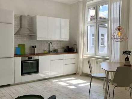 Stylisch and Sunny Studio Apartment