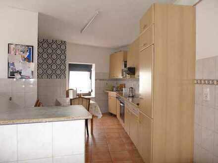 Im Zentrum von Bornheim: Gemütliche 4-Zimmer-Wohnung, ca. 116 m² WF und ca. 60 m² Nutzfläche