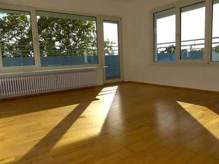 Zentrale 3-Zimmer Wohnung mit umlaufenden Balkon und neuer EBK