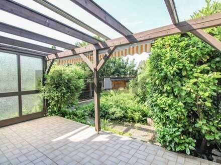 Im Grünen: Gepflegtes Reihenendhaus mit Garten, Terrasse und Loggia