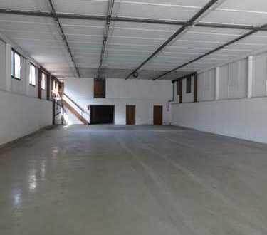 Halle mit vielfältigen Möglichkeiten Ladenfläche/Produktionshalle/Stellplätze/Lager/Außenfläch