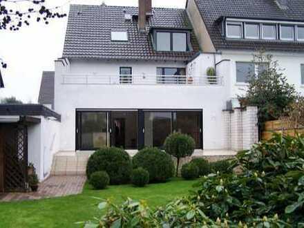 Luxuswohnung mit Garten im Zweifamilienhaus