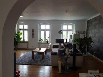 TOP - 3-Zimmerwohnung, französische Balkone, EBK, Dielenfußboden