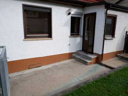 Vermietung an Single oder Paar: 2 Zimmer Wohnung im 1.OG mit neuer EBK,Terrasse in Weil im Schönbuch