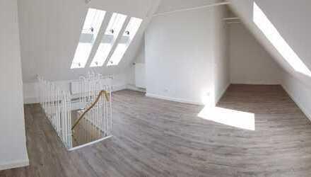 Schöne Atelier-Dachgeschosswohnung **Erstbezug nach Kernsanierung** + großer Balkon + EBK-Option
