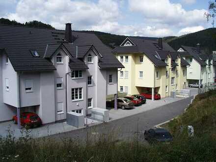 Moderne Wohnung mit zwei Zimmern und Balkon in Gräfenthal