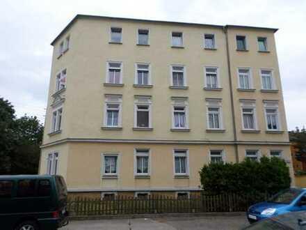 *** Helle 2-Raum-Wohnung mit Tageslicht-Wannenbad - WG-geeignet ***