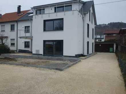 Erstbezug: moderne 4-Zimmer-Erdgeschosswohnung mit Terrasse und Garten in Metzingen