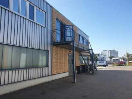 Praxis- /Büro- oder Einzelhandelsfläche im Gewerbegebiet mit direkter Zufahrt zum Eingang!