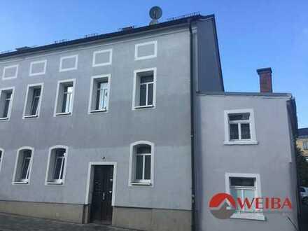 Helle drei-Zimmer Wohnung in zentraler Lage; WG geeignet!